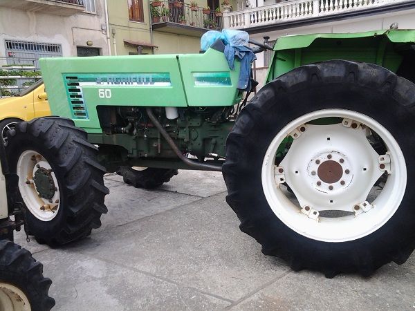 Pin vendita online trattori usati on pinterest for Vendita mobili usati on line